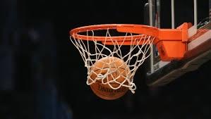 Basketball im Korb